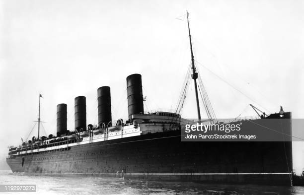 rms lusitania, a british ocean liner in early 20th century, arriving to port in new york in 1907. - 1900~1909年 ストックフォトと画像
