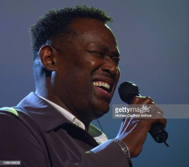 Luther Vandross belts out a tune during a memorial tribute performance during rehearsals for the 2002 American Music Awards at the Shrine Auditorium...