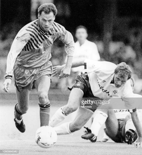 Luton Town 1-0 Coventry City, Divison 1 match held at Kenilworth Road. Kevin MacDonald strides away from Lars Elstrup. 22nd September 1990.