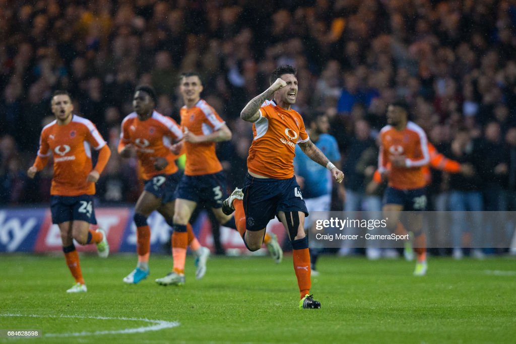Luton Town v Blackpool - Sky Bet League Two Play off Semi Final: Second Leg : News Photo
