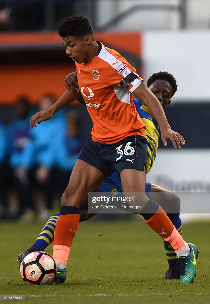 Luton Town's James Justin (left) and Solihull Moors' Shepherd Murombedzi (right) battle for the ball during the Emirates FA Cup, Second Round match at Kenilworth Road, Luton.