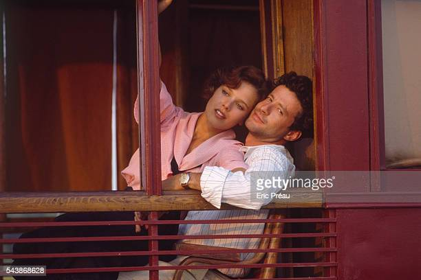 Luxembourg born actress Desiree Nosbusch and Portuguese actor Joaquim de Almeida on the set of the film Good Morning Babylon directed by Italian...