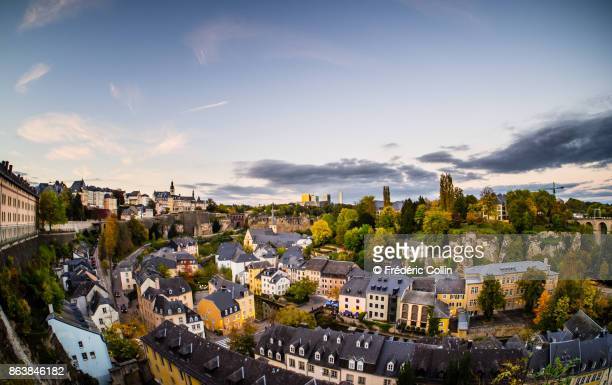 luxembourg old city panorama at dusk - luxemburgo fotografías e imágenes de stock