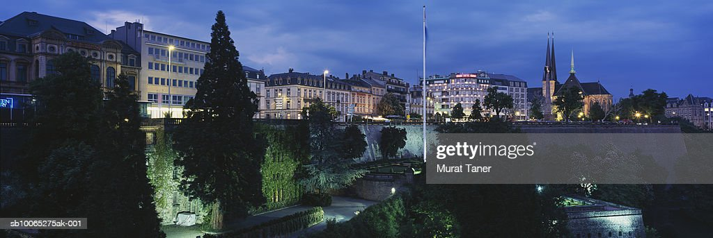 Luxembourg skyline at night : Foto stock