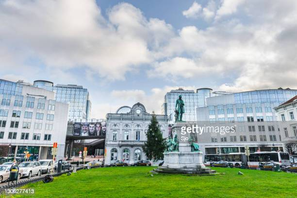"""luxembourg square in the city of brussels with the eu parliament in the background - """"sjoerd van der wal"""" or """"sjo"""" stock pictures, royalty-free photos & images"""