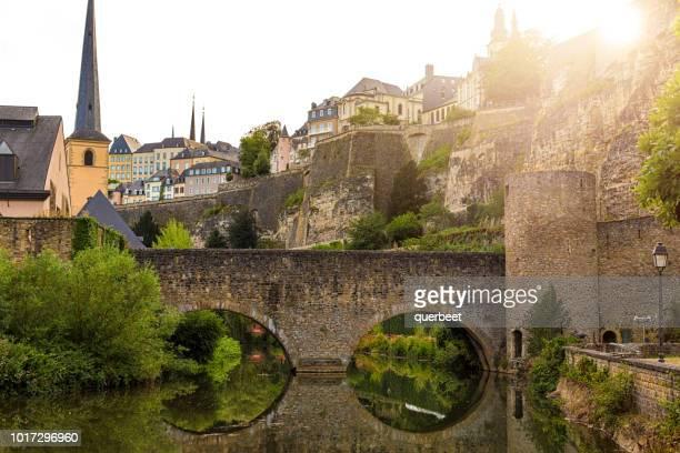 luxemburgo con puente viejo - kirche fotografías e imágenes de stock
