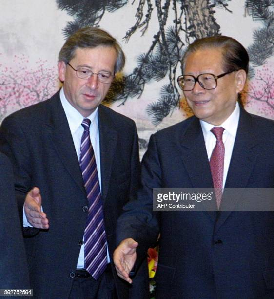 Luxembourgh Prime Minister JeanClaude Juncker introducing the Chinese President Jiang Zemin to his delegation members during a meeting at Zhongnanhai...