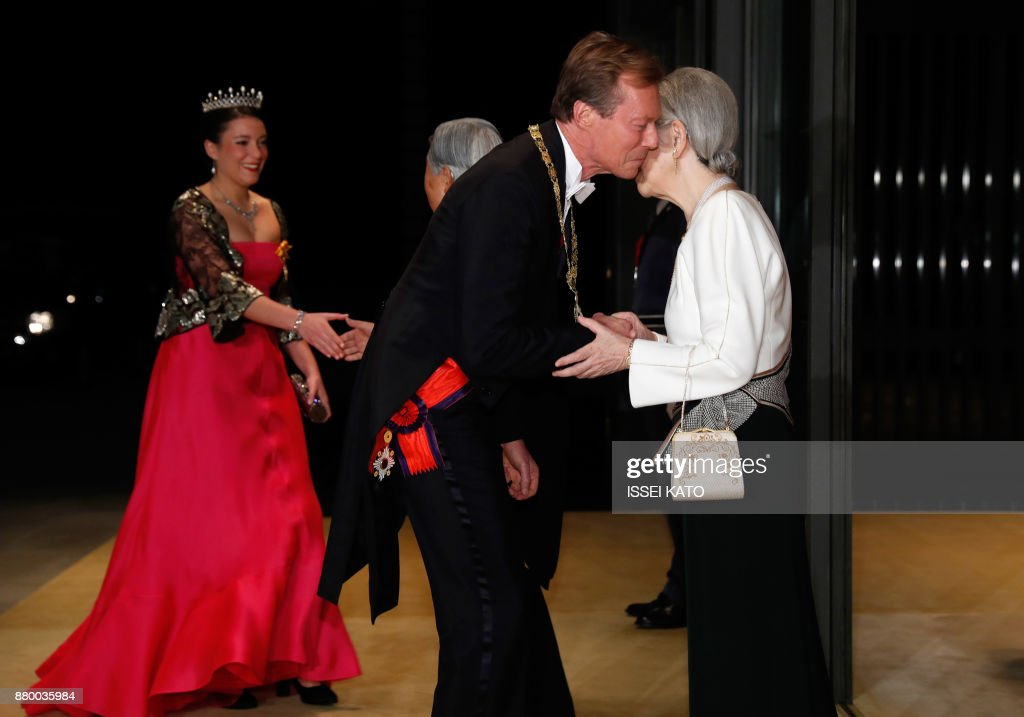Luxembourg's Grand Duke Henri (2nd R) and Princess Alexandra (L) are welcomed by Japan's Emperor Akihito and Empress Michiko (R) upon their arrival for the state banquet at the Imperial Palace in Tokyo on November 27, 2017. /