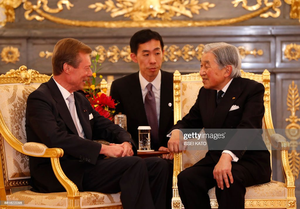 Luxembourg's Grand Duke Henri (L) talks with Japan's Emperor Akihito during a farewell call made by the Emperor and Empress Michiko at Akasaka Palace state guest house in Tokyo on November 29, 2017. Grand Duke Henri of Luxembourg is on a four-day visit to Japan. /