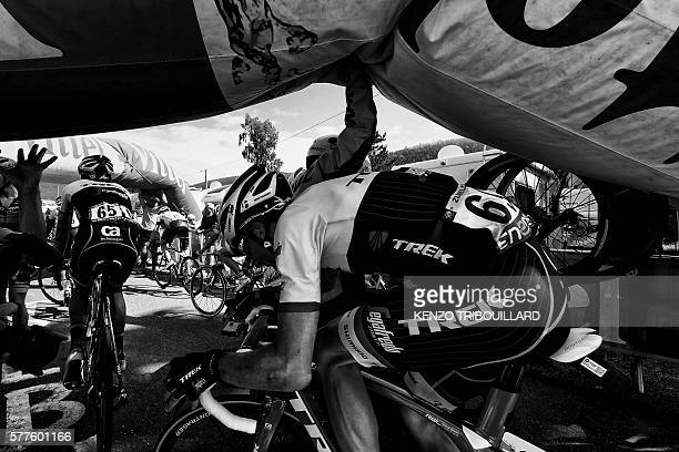 Luxemburg's Frank Schleck and Spain's Haimar Zubeldia pass under the deflated arch of the last kilometer of the 1625 km seventh stage of the 103rd...