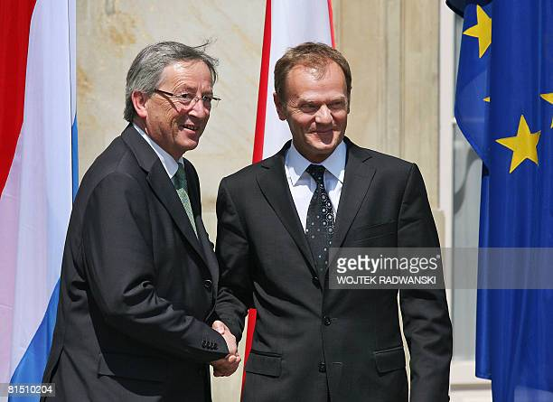 Luxemburg's Prime Minister JeanClaude Juncker shakes hands with his Polish counterpart Donald Tusk as he welcomes him June 10 2008 in Lazienki Park...