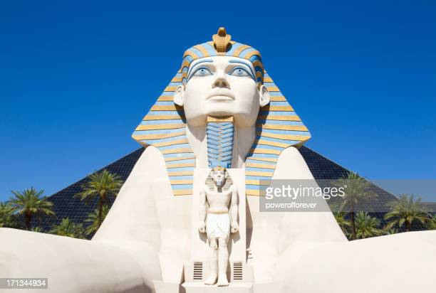 luxor hotel and casino daytime - luxor hotel stock pictures, royalty-free photos & images