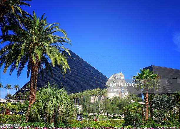 luxor hotel casino on las vegas strip - luxor hotel stock pictures, royalty-free photos & images