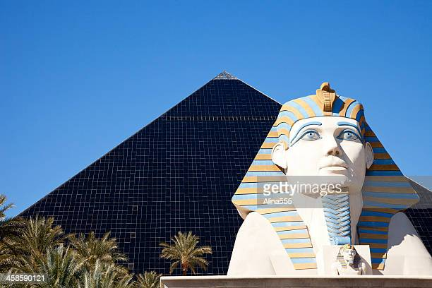 luxor hotel-casino on las vegas strip - luxor hotel stock pictures, royalty-free photos & images