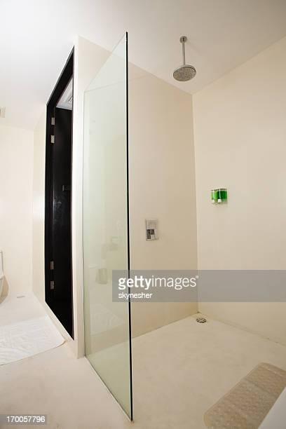 Luxuriösen master-Badezimmer ausgestattet.