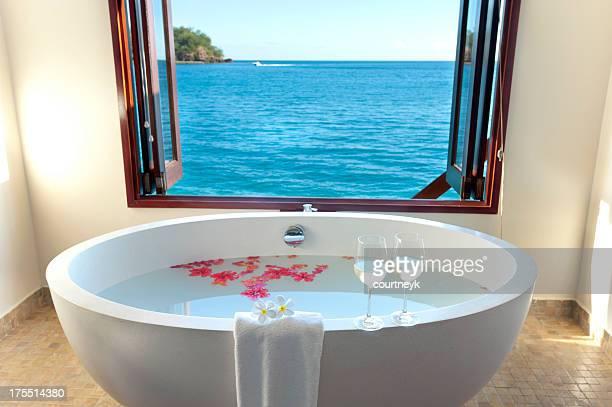 豪華なバスルームには、ウォーターリゾート