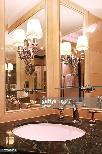 豪華なバスルーム - 古典様式 ストックフォトと画像
