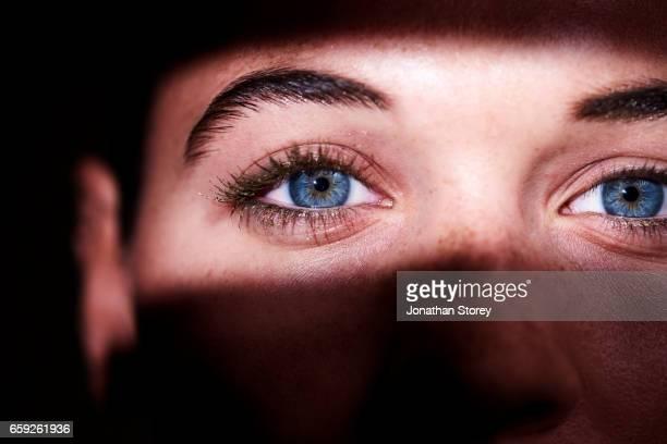 luxury beauty female - bildschärfe stock-fotos und bilder