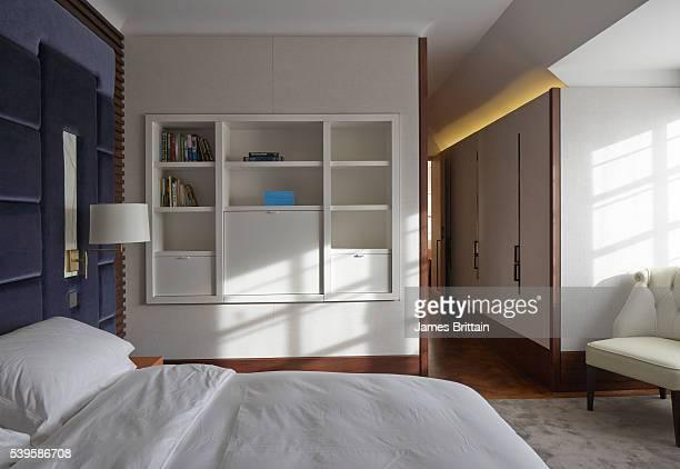 luxury bedroom - グロヴナー広場 ストックフォトと画像