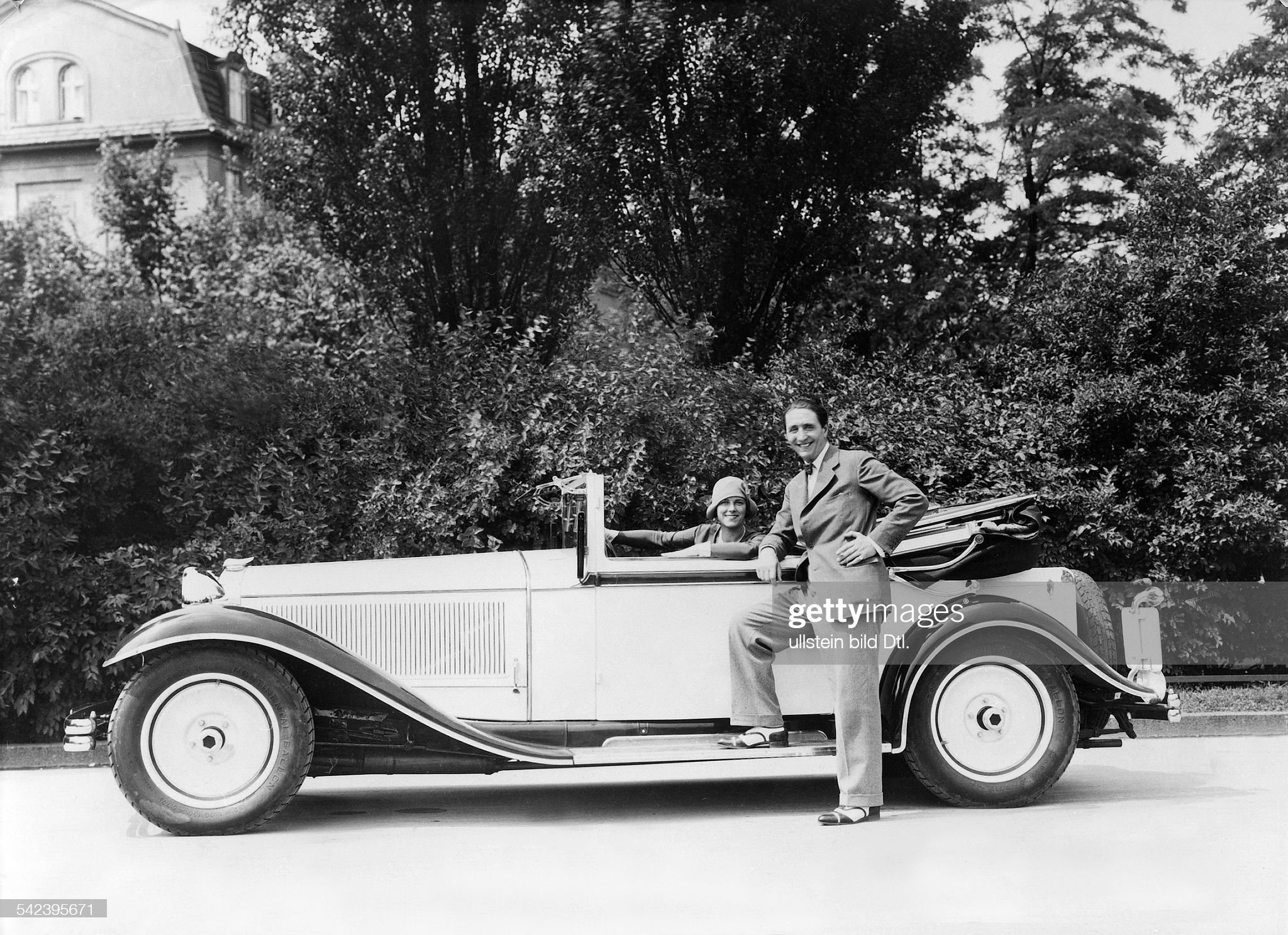Luxury cars A Protos convertible with a U-profil pressed steel frame which was last built in 1927. After its merger with NAG in 1926 the new company NAG-Protos AG expired only one year after - 1929 - Published by: 'B.Z.' 18.9.1929 Vintage property of : News Photo