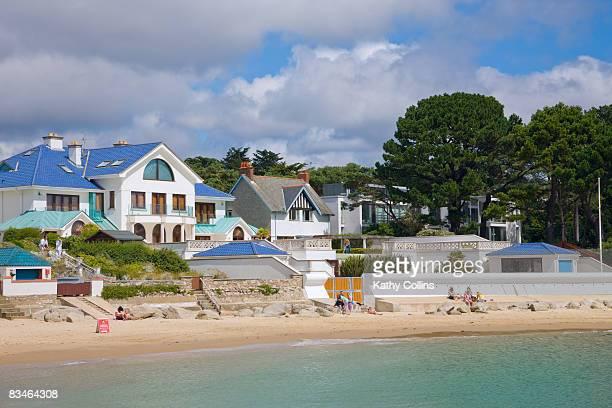 luxury houses on the sandbanks beach - 英国 ドーセット ストックフォトと画像