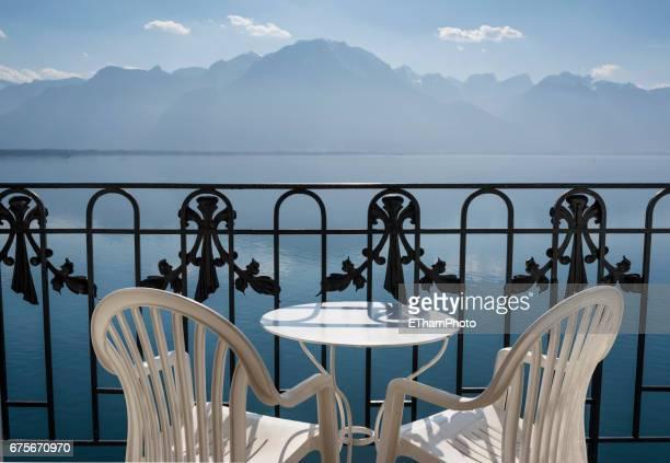 luxury lifestyle: balcony with chairs, overlooking beautiful lake - モントルー ストックフォトと画像