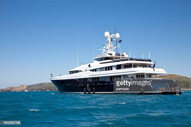 Luxus-Motor Yacht Boot im Meer