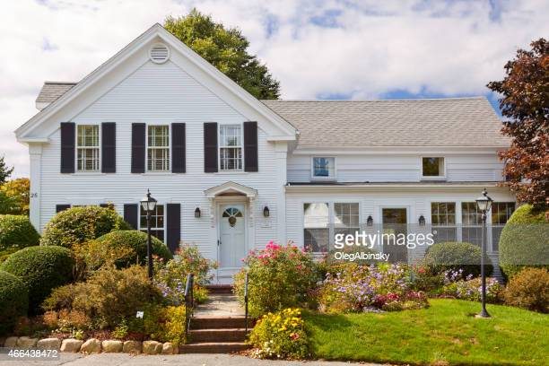 Luxo casa Nova Inglaterra, Chatham, Costa Cape Cod, Massachusetts. Céu azul.