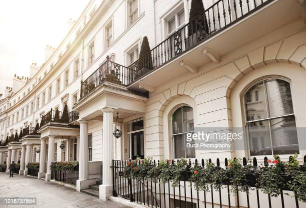 luxury residential properties along grosvenor crescent in london's belgravia district, one of the uk's most expensive residential streets. london, england - グロヴナー広場 ストックフォトと画像