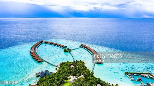 luxury resort in maldives - maldives stock pictures, royalty-free photos & images