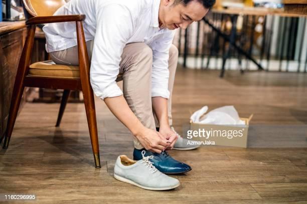 台北の高級靴ショッピング - シューズボックス ストックフォトと画像