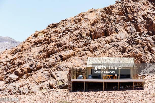 luxury tent in nature, accommodation, elegant desert lodge, sesriem, namibia - セスリエム ストックフォトと画像