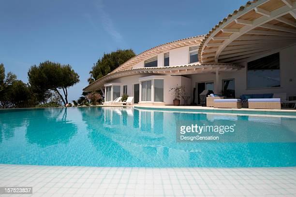 Luxury Villa and Infinity Swimming Pool
