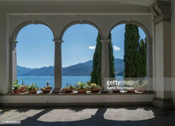 luxury villa on lake como - como italy stock pictures, royalty-free photos & images