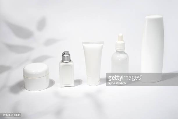 luxury white cosmetic products on white background. - silhueta de corpo feminino preto e branco - fotografias e filmes do acervo