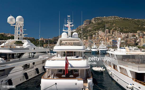 yachts de luxe dans le port de monaco, monte carlo - yacht de luxe photos et images de collection