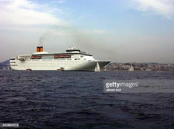 Luxusliner Costa Romantica in der Bucht von Cannes an der Cote d'Azur in Südfrankreich Schiff Schiffsreise