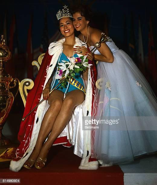 Luz Marina Zuluaga Miss Universe 1958 crowns Akiko Kojima as Miss Universe 1959