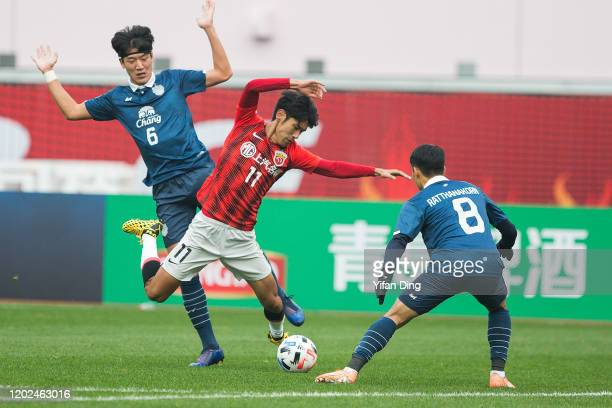 Lv Wenjun of Shanghai SIPG and Jung Jae-yong of Buriram United in action during the AFC Champions League Preliminary Round match between Shanghai...