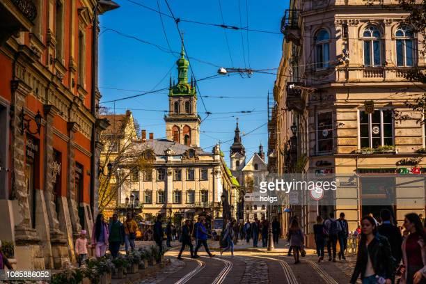 ウクライナ、リヴィウ町広場通り、ヨーロッパ - リヴィウ ストックフォトと画像