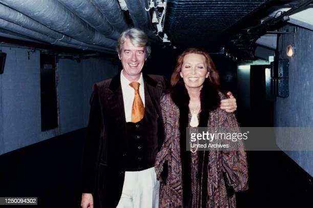 Löwe von Radio Luxemburg - Verleihung - 1999 - Der niederländische Showmaster und Schauspieler Rudi Carrell mit Ehefrau Anke Carrell ,...