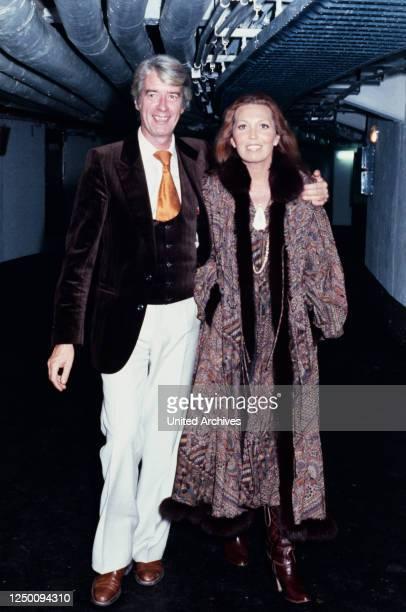 Löwe von Radio Luxemburg Verleihung 1999 Der niederländische Showmaster und Schauspieler Rudi Carrell mit Ehefrau Anke Carrell Preisverleihung des...