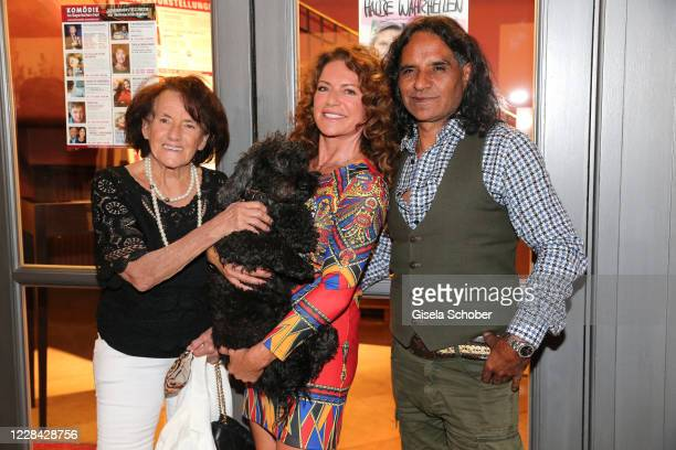 "Lydia Neubauer, Christine Neubauer and her partner Jose Campos and dog Gismol during the premiere for the theatre play ""Halbe Wahrheiten"" at Komoedie..."