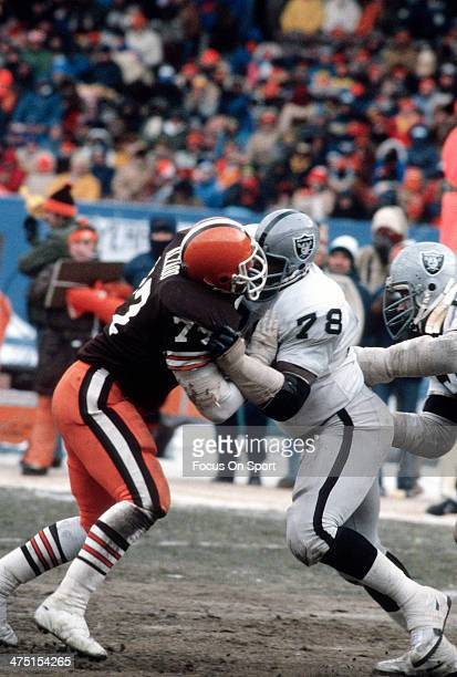Lyle Alzado of the Cleveland Browns in action against Art Shell of the Oakland Raiders during the AFC Divisional Playoff game January 4 1981 at...