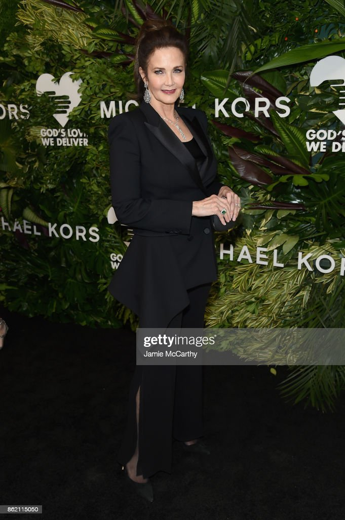 Lynda Carter attends the 11th Annual Golden Heart Awards benefiting God's Love We Deliver on October 16, 2017 in New York City.