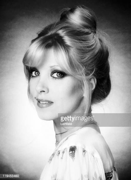 Lyndsey de Paul British singer songwriter and keyboard musician 27th August 1976
