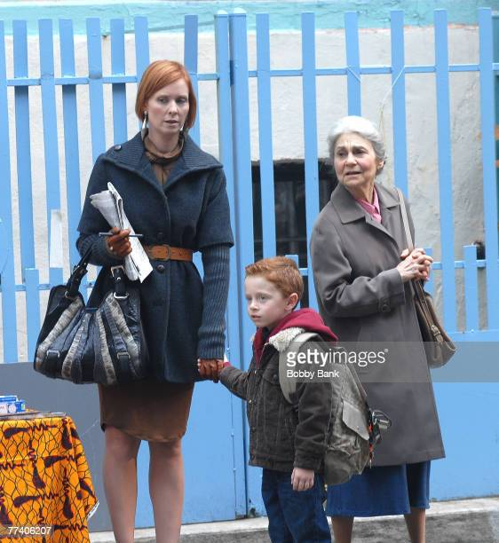 Lynn CohenCynthia Nixon and Brady on Location for Sex and the City The Movie in Chinatown New York October 17 2007