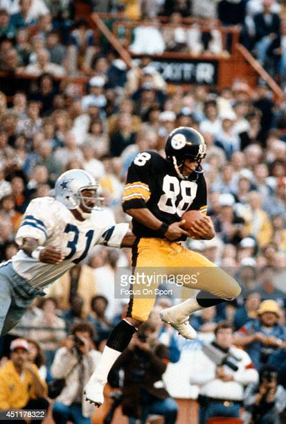Lynn Swann of the Pittsburgh Steelers catches a pass in front of Benny Barnes of the Dallas Cowboys during Super Bowl XIII on January 21 1979 at the...