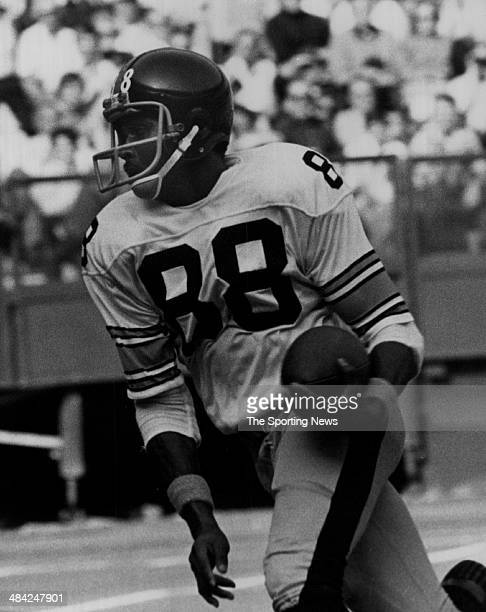 Lynn Swann of the Pittsburgh Steelers runs with the ball circa 1970s