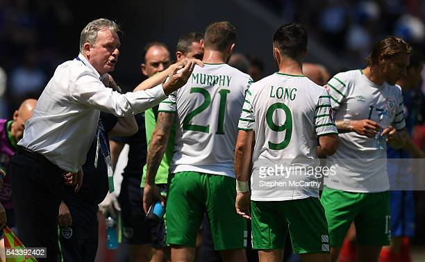 Lyon France 26 June 2016 Republic of Ireland coach Steve Walford speaks to the players during the UEFA Euro 2016 Round of 16 match between France and...